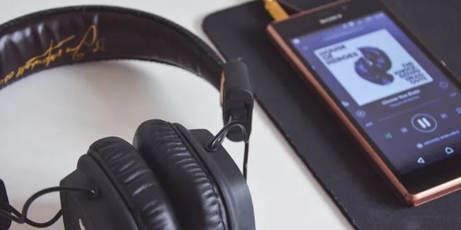 Here's Why Your Headphones Keep Breaking (And What You Can Do) headphones listening