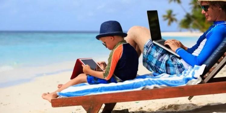 Hasil gambar untuk gadget on vacation