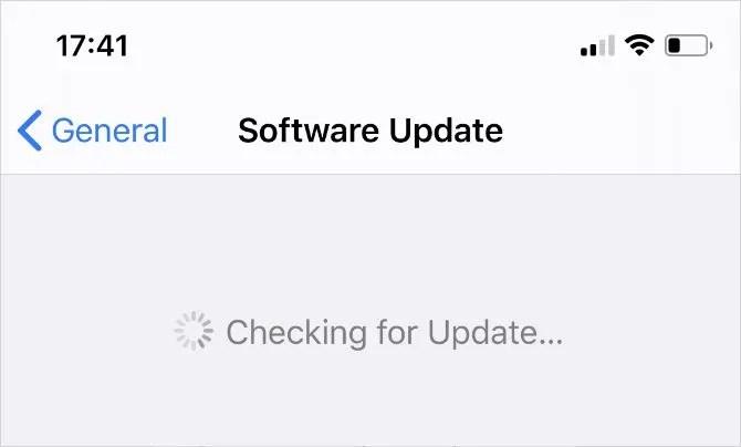 Проверка наличия обновлений программного обеспечения iOS в настройках iPhone