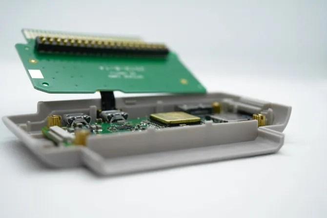 يقع Raspberry Pi Zero في قلب علبة GPi