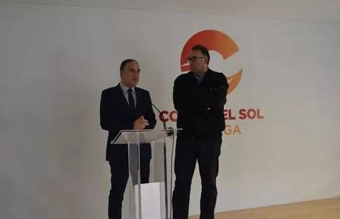 Elías Bendodo, junto a Arturo Bernal, en la rueda de prensa sobre turismo de interior