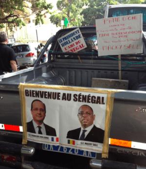 Vendredi à Dakar, devant l'assemblée nationale.
