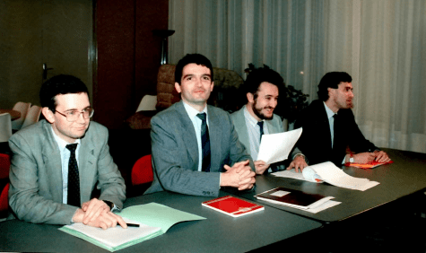 Au cabinet Evin: J. Cahuzac (à droite) et D. Tabuteau (à gauche), futur DG de l'Agence du médicament