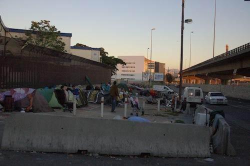 Une cinquantaine de personnes campant devant l'unité d'hébergement d'urgence risquent d'être bientôt expulsées.