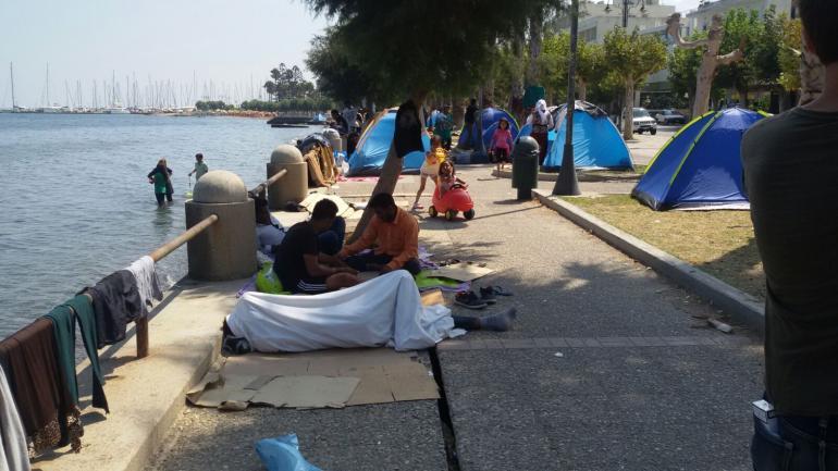 Sur l'île grecque de Kos, Wissam s'est acheté une tente pour dormir sur la plage en attendant d'obtenir son laissez-passer.