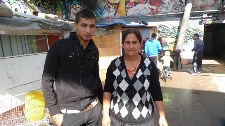 «On a tout nettoyé, maintenant on est bien là», indique Alin Vasile. À ses côtés, sa mère. (CF)