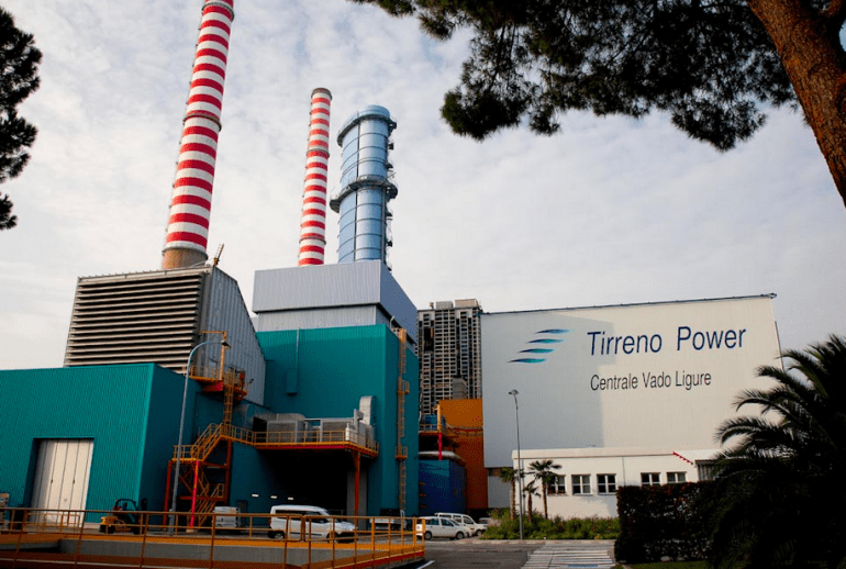 La centrale Tirreno a Vado Ligure, nel nord Italia.
