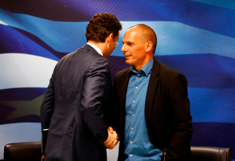 Le Néerlandais Jeroen Dijsselbloem (de dos) et le Grec Yanis Varoufakis, en février à Athènes.