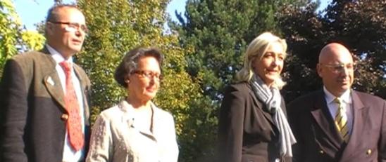 M. Le Pen et C. Bouchet (à droite) lors de la présentation des têtes de liste des Pays-de-la-Loire, le 26 septembre 2009.