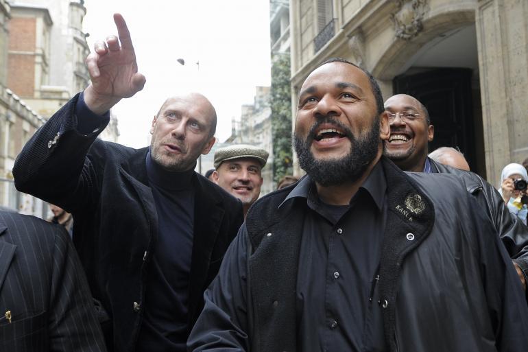 Alain Soral et Dieudonné en mai 2009 lors du dépôt de leur liste aux européennes.