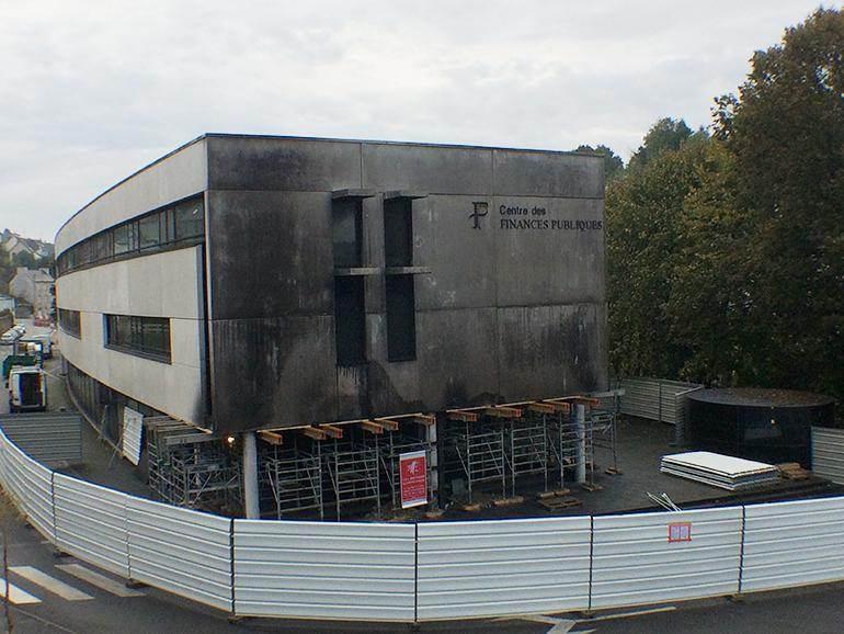 Le centre des impôts incendié à Morlaix