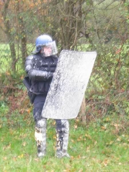 Un flic repeint devant la Châtaignerie