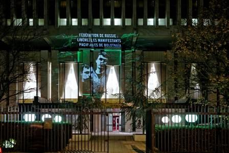 Prisonniers de Bolotnaïa projetés sur l'ambassade de Russie, Paris décembre 2013