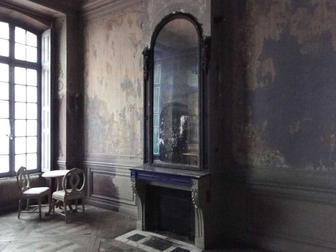Good Bones For An Apartment In Paris
