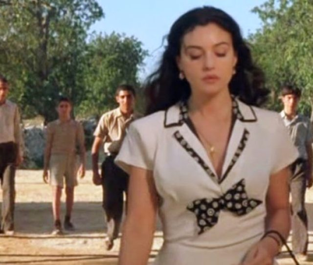 Set In War Time Sicily A 13 Year Old Boy Is Infatuated With The Beautiful Young War Widow Malena Who Was The Obsession Of Every Man And The Envy Of Every