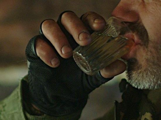 Астраханец залпом выпил три бутылки водки в магазине и умер