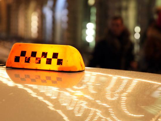 Пользователи приложений такси в Москве и Петербурге пожаловались на сбои