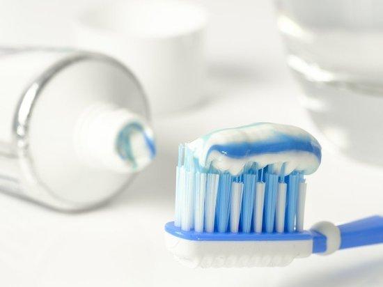 Фармаколог оценил влияние на коронавирус зубных паст