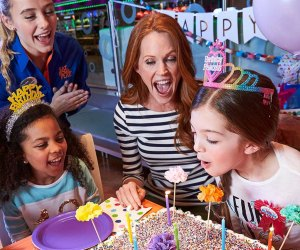 Top 10 Houston Spots For Tween Birthday Parties Mommypoppins Things To Do In Houston With Kids