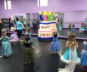 Best Spots Around Houston For Hosting A Birthday Party On A Budget Mommypoppins Things To Do In Houston With Kids