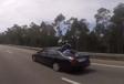INSOLITE – Il se crashe à moto et finit sur le coffre de la voiture #1