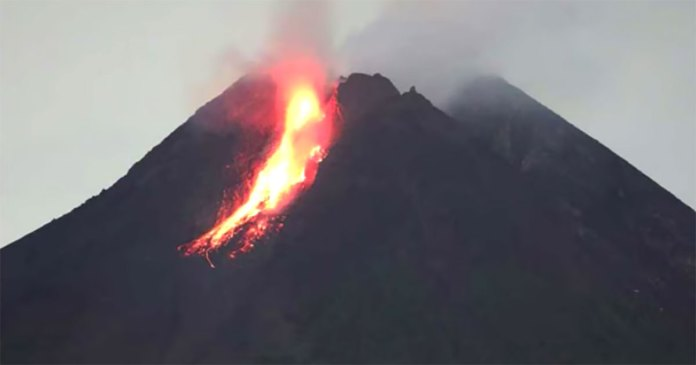 Mount Merapi Volcano In Indonesia Erupts Mothership Sg News From Singapore Asia And Around The World