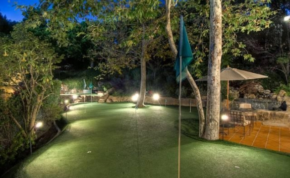 0909oakpass22 Mark Wahlberg Re Lists Beverly Hills Home (PHOTOS)