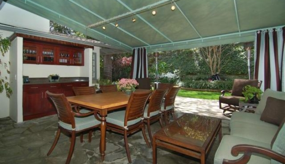0928encino15 Gossip Girl Star Leighton Meester Nests In Encino (PHOTOS)