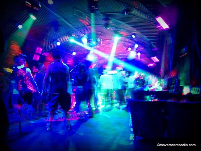 phnom penh clubs pontoon