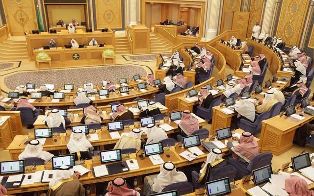 الشورى السعودي يطالب بتوليد الوظائف ويتساءل عن انخفاض رواتب