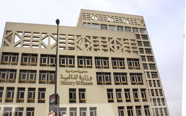 المالية المصرية تستهدف خفض العجز الكلي إلى 415.2 مليار جنيه