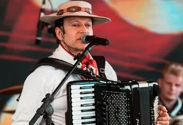 Líder da banda Garotos de Ouro, Airton Machado, completaria 63 anos nesta quarta-feira (15) – Foto: Redes Sociais/Reprodução/ND