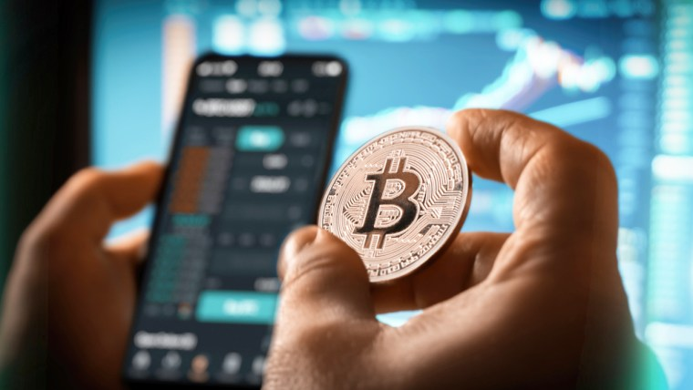11% of Central Bankers Would Consider 'Cryptocurrencies Like Bitcoin' Gold Alternatives: UBS Survey
