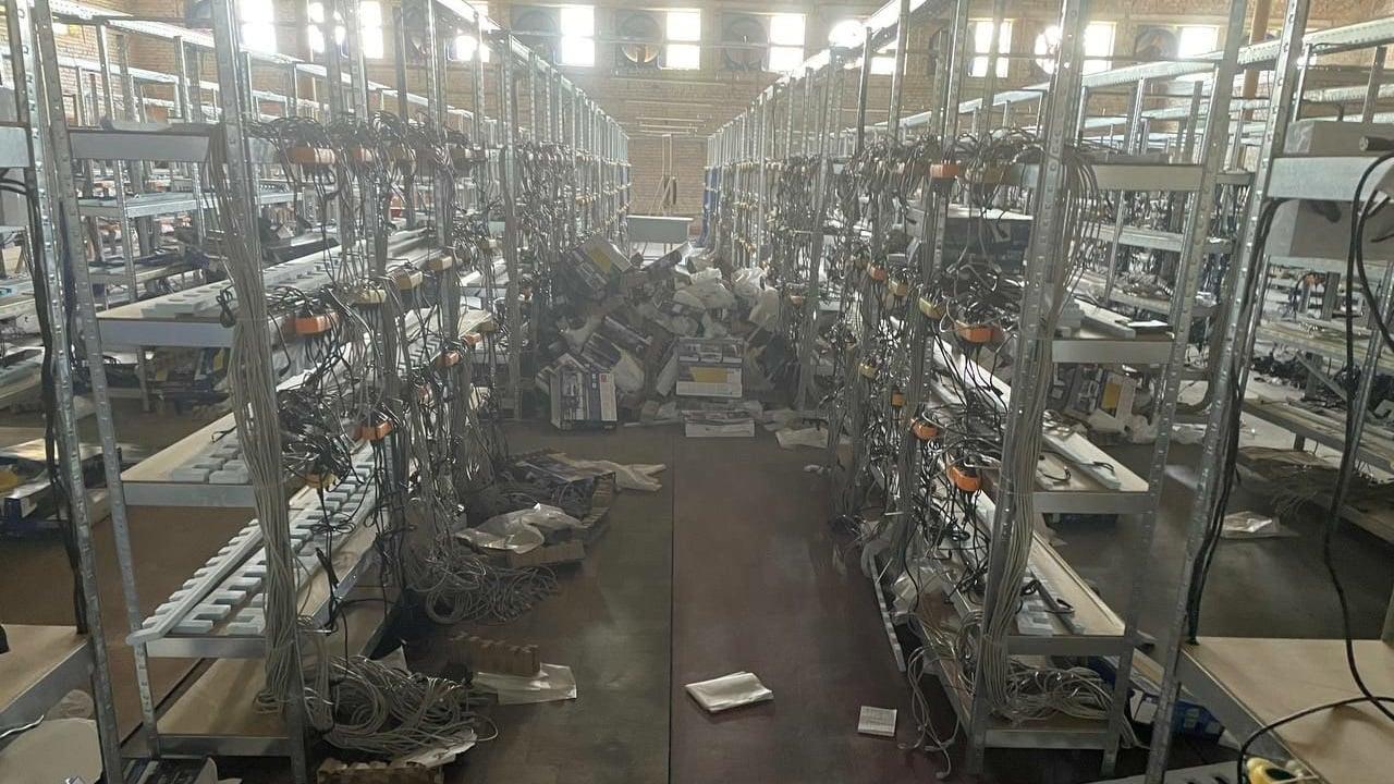 La instalación minera ilegal más grande de Ucrania puede haber sido una granja de robots de la FIFA