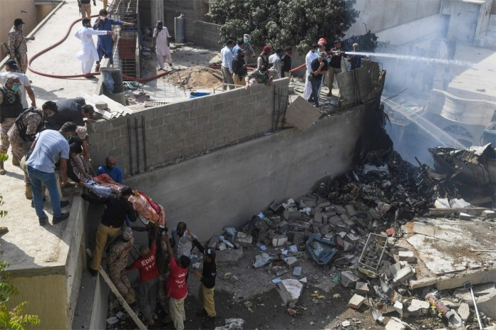 Airbus with more than 100 people on board crashed into residential area in Pakistan: at least 40 dead