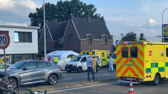 The wrong-way driver crashes several cars in Houthalen-Helchteren: several people trapped, huge damage