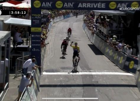 Guerra na França: Jumbo-Visma e Ineos lutam durante a etapa de montanha, com Roglic como o vencedor no Tour de l'Ain