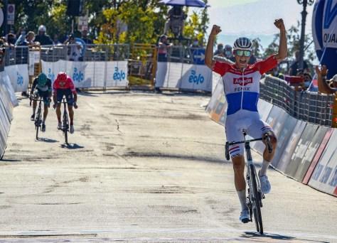 """O super forte Mathieu van der Poel vence a sétima etapa em Tirreno: """"Posso correr agressivamente de novo"""""""