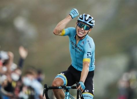 Resultados da fase 17 do Tour de France.  Miguel Angel Lopez vence a etapa rainha, Roglic sobe no Col de la Loze à frente de Pogacar