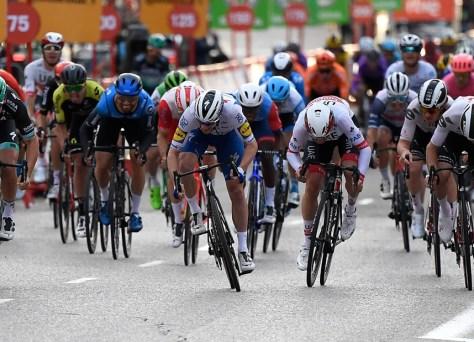 RESULTADO ESTÁGIO 18 VUELTA.  Pascal Ackerman corre para a vitória na fase final, vitória geral para Primoz Roglic