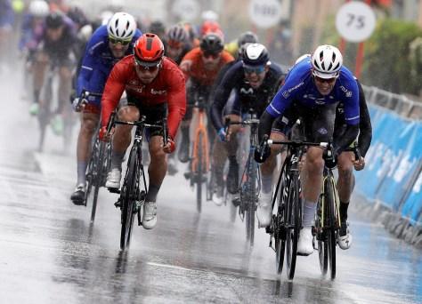 Arnaud Démare completa o sprint em massa perfeitamente iniciado: o francês vence Dupont e Ewan no Tour de Valência