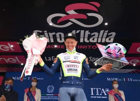 """Ninguém o queria para esta temporada, agora Taco van der Hoorn vence uma etapa no Giro: """"Isso é inacreditável"""""""