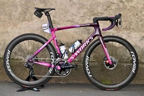 Peter Sagan, líder na classificação por pontos, ganha moto roxa nas últimas três corridas do Giro