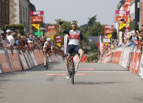 Tour da Valônia: vitória de palco impressionante e camisa de líder para o jovem americano Quinn Simmons