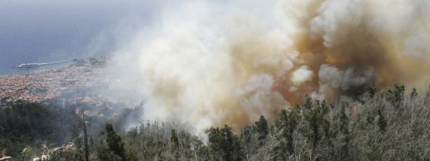 Fogo no Funchal fez arder várias casas