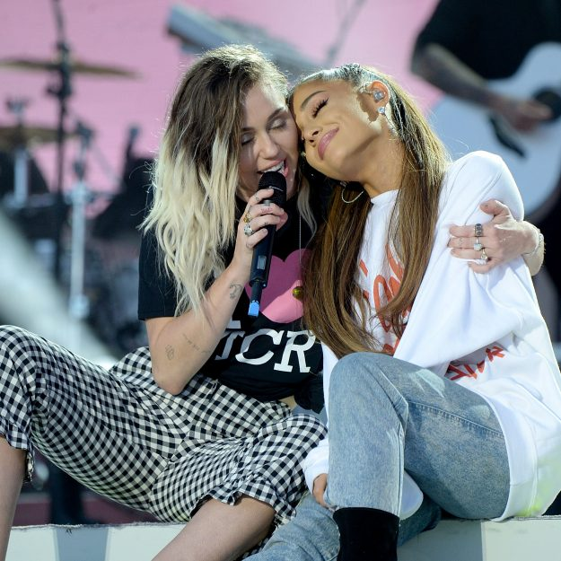miley cyrus ariana grande one hug on manchester one love