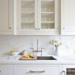 11 Gorgeous Marble Backsplashes That Ll Refresh Any Kitchen Martha Stewart