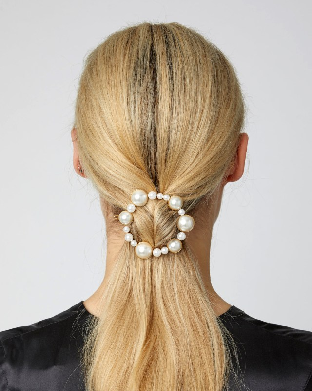 20 pretty hair accessories for a bride to wear on her