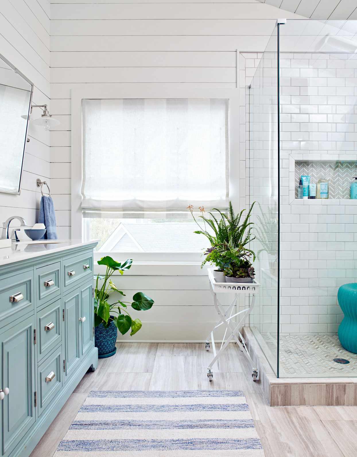 27 bathroom color ideas with striking