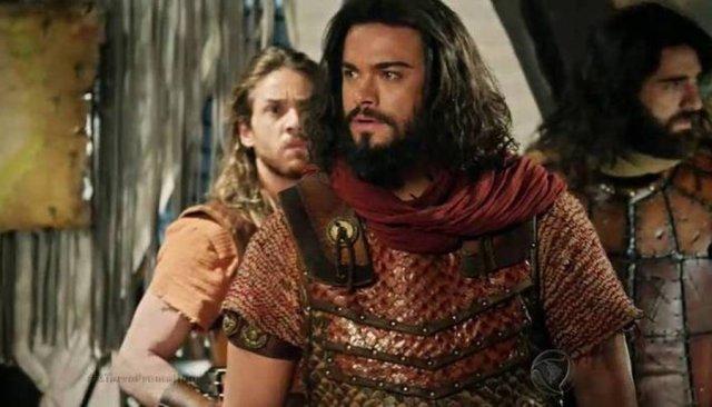 """Josué (Sidney Sampaio) em cena de """"A Terra Prometida"""" (Foto: Reprodução/Record)"""